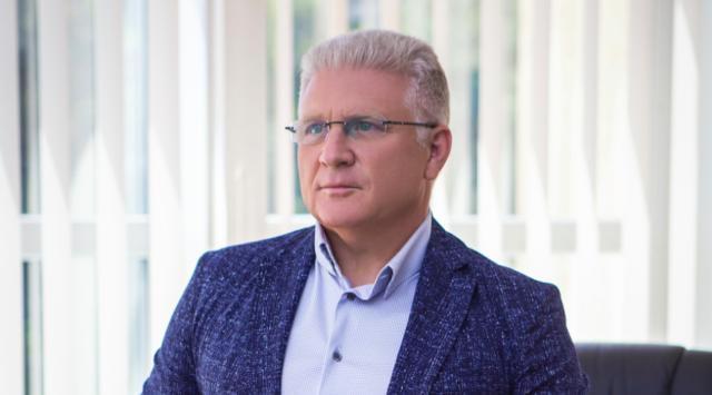 Про якість українських телеканалів, вартість послуги кабельного телебачення, супутникове кодування більше 20 українських телеканалів, про «Футбол 1», «Футбол 2» − в інтерв'ю з президентом ТРК «Еверест»                М. Л. Спектором