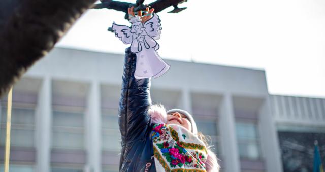 """""""Янголами полетіли на небо"""": у Вінниці влаштували """"тиху акцію"""" на честь Героїв Небесної Сотні. ФОТОРЕПОРТАЖ"""