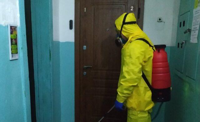 Дезінфекція раз на добу: в міськраді розповіли, як стежать за чистотою під'їздів під час карантину. ФОТО