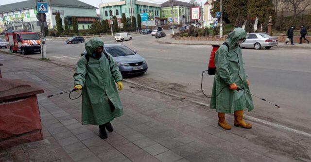 У районах Вінниччини дезінфікують зупинки транспорту та дитячі майданчики. ФОТО, ВІДЕО