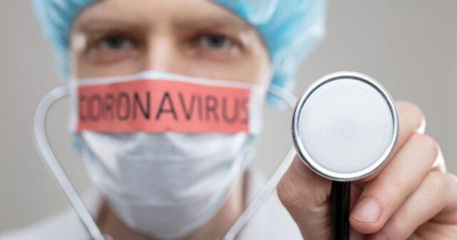 Медики, які боряться з поширенням коронавірусу, отримають втричі більший оклад
