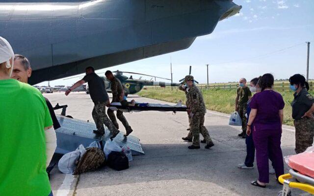 До Вінниці на лікування прибули поранені українські військові. ФОТО
