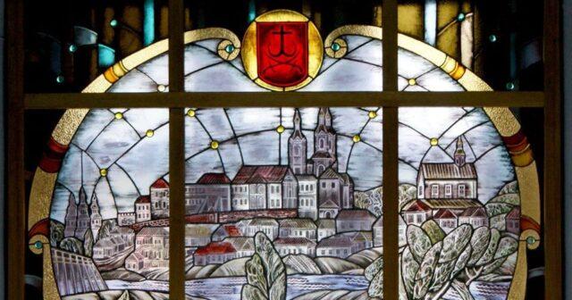 """У краєзнавчому музеї презентували вітраж """"Стара Вінниця"""" за мотивами акварелі Наполеона Орди. ФОТО"""
