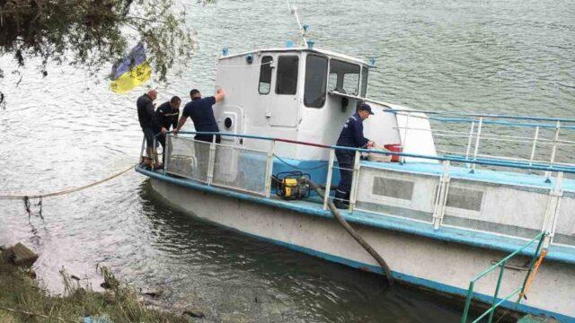 У Могилеві-Подільському взяли проби води через витік нафтопродуктів у Дністер
