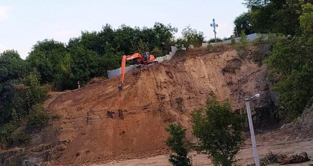 Що будують на Замковій горі? У Вінниці на території археологічної пам'ятки почались будівельні роботи. ФОТО