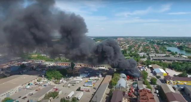У Вінниці на вулиці Чехова горять складські приміщення. ВІДЕО