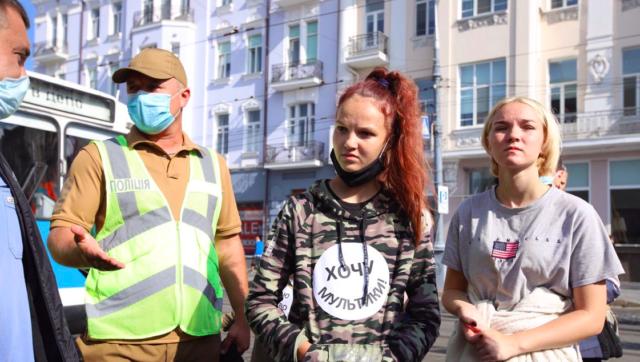 """""""Хочу мультики"""": чому на Соборній протестувальники перекривали рух транспорту. ФОТО"""