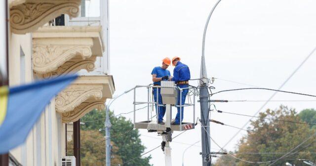 У Вінниці на Соборній почали встановлення 136 енергозберігаючих LED-світильників. ФОТО