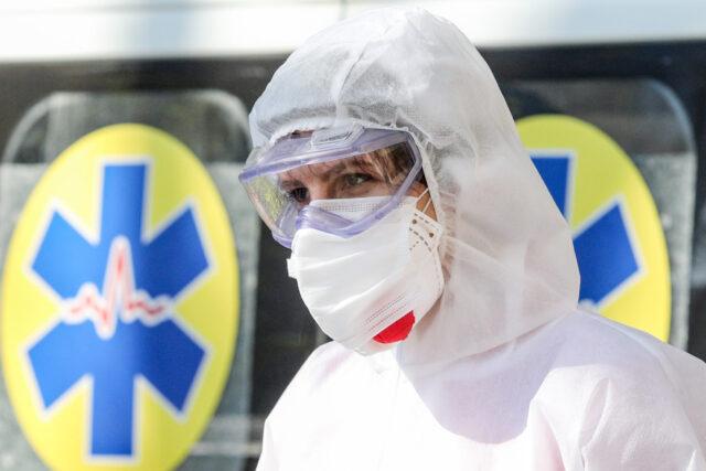У Вінниці бракує медичних працівників для роботи у «ковідних» бригадах