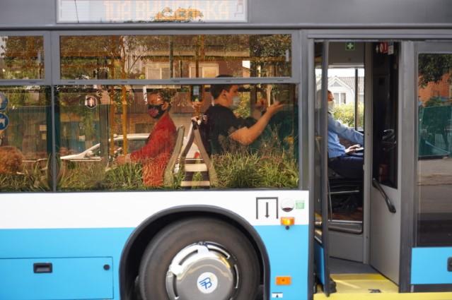 На Київській зупинився рух тролейбусів – маніпулятор потрапив на контактну мережу