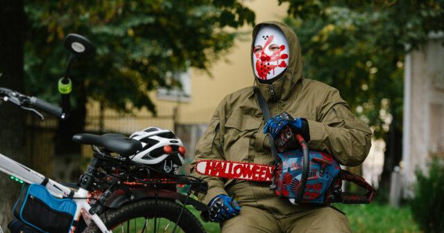 Дракула та «Безликий»: у Вінниці відбувся «фановий» геловінський велозаїзд. ФОТОРЕПОРТАЖ