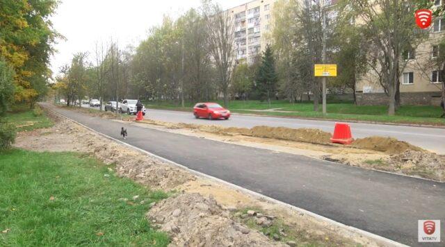 Поблизу парку Дружби народів оновлюють велопішохідну доріжку. ВІДЕО