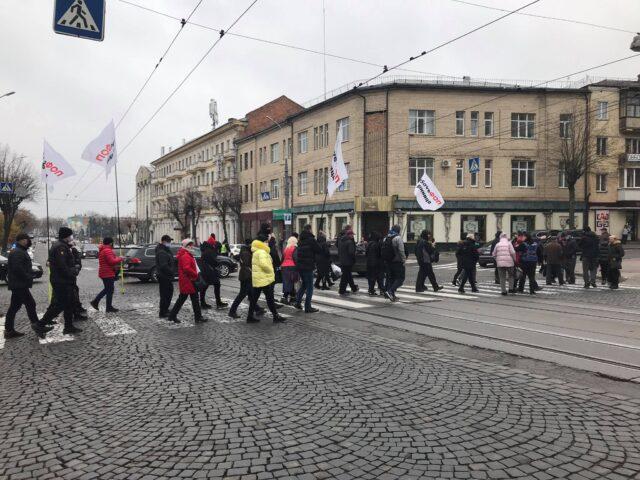 Протестувальники у Вінниці заблокували рух транспорту на вулиці Соборній. ФОТО