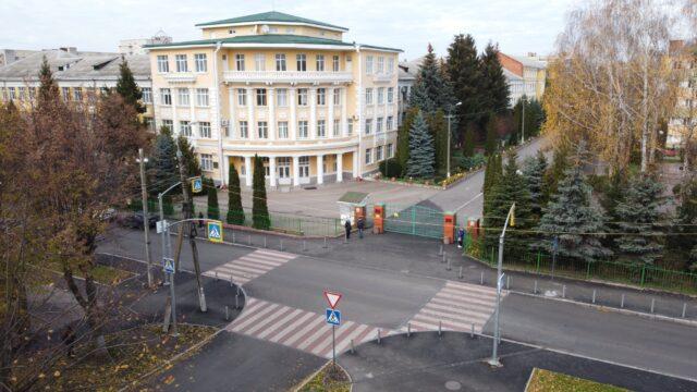 З контрастним освітленням і кишенями: у Вінниці біля педагогічного університету оновили перехрестя. ФОТО