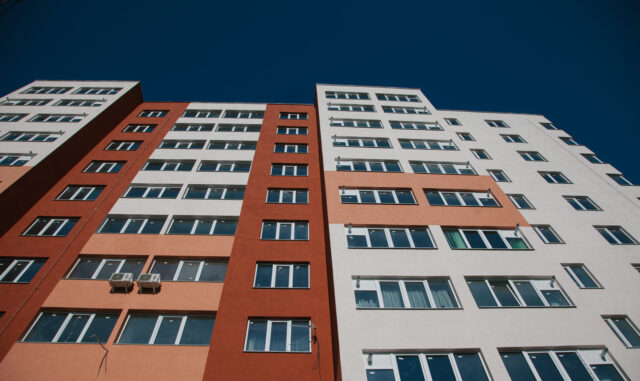 """У Вінниці між учасниками Програми """"Муніципальне житло"""" розподілили квартири у будинку на Бортняка"""