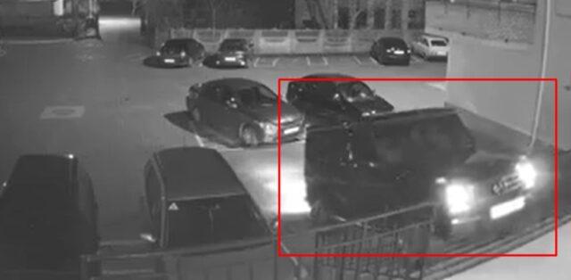 На автівці по сходах: новообрані депутати «атакували» під'їзд на Мерседесі. ВІДЕО