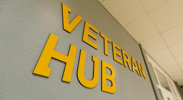"""Пес-""""терапевт"""" та менеджери-психологи: як працює вінницький Veteran Hub. ФОТОРЕПОРТАЖ"""