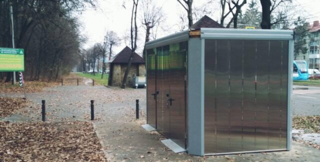 У Вінниці біля Лісопарку будують автоматичну модульну вбиральню