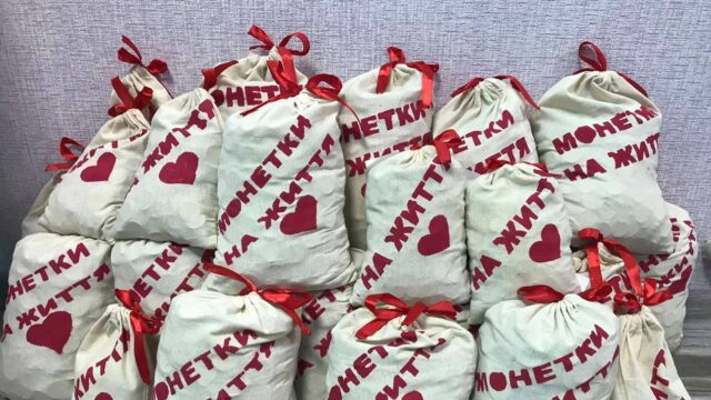 Вінницькі школярі назбирали майже 70 тисяч монет, щоб допомогти хворим дітям. ВІДЕО