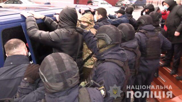 У Козятині група чоловіків зі зброєю намагалась захопити приміщення магазину. ФОТО, ВІДЕО