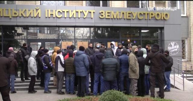 У Вінниці учасники російсько-української війни пікетували Держгеокадастр. ВІДЕО