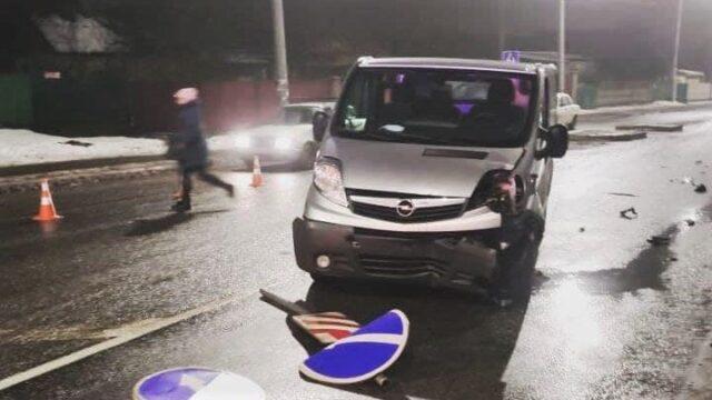 У Вінниці п'яний водій зніс острівець безпеки. ФОТО