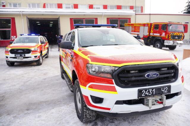 Вінницькі рятувальники отримали нові спецавтомобілі та обладнання. ФОТО
