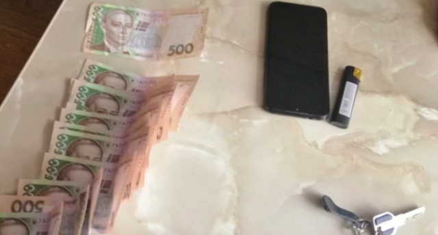 """Поліція затримала посадовця """"Вінницяобленерго"""" під час отримання хабара. ФОТО"""