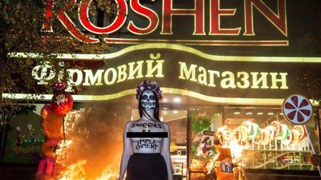 """Активістку """"Femen"""", яка у Вінниці спалила декоративний трамвай, звільнили від відбування покарання"""