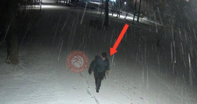 Опублікували відео, як чоловік нищить дерева на проспекті Космонавтів