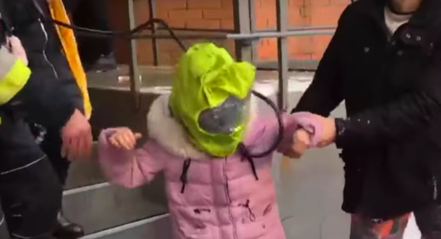 З кисневими масками і драбинами: у Вінниці через пожежу з багатоповерхівки евакуювали чотирьох дітей