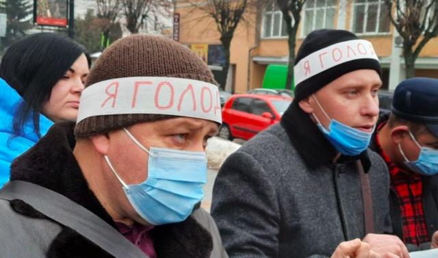 «Акція відчаю»: у Вінниці працівники училища вийшли на протест проти керівника. ФОТО