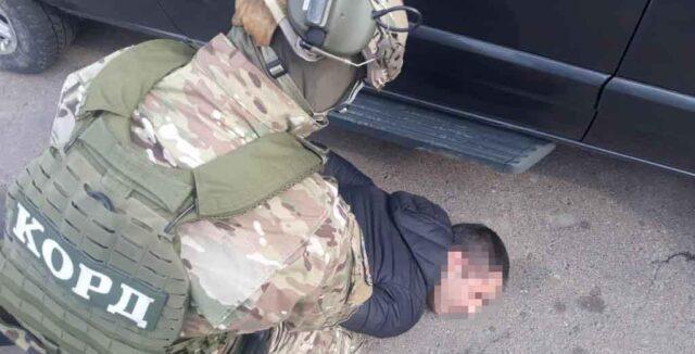 У Києві затримали мешканця Вінниччини, якого підозрюють у крадіжці грошей на храм і шахрайстві. ВІДЕО