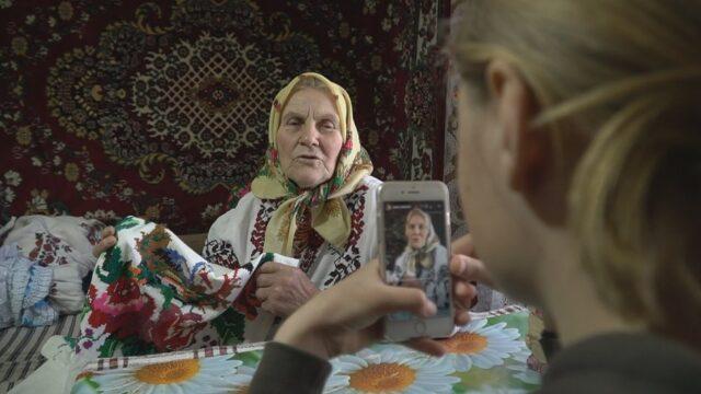 «Як дівували та вишивали»: на Вінниччині 81-річна бабуся знімається у «TikTok»