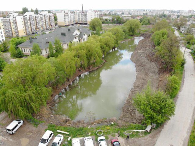 У Вінниці розпочали очистку озера на Старому місті. ФОТО