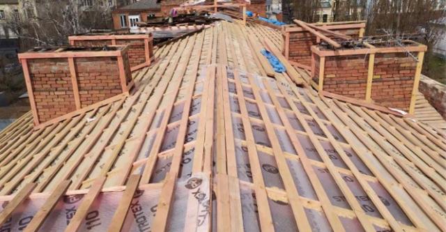 У Вінниці цього року планують відремонтувати дахи 29 багатоквартирних будинків