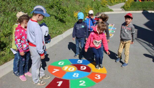 """""""Веселий спорт"""": у Вінниці пропонують намалювати у дворах розмітки для ігор на асфальті. ПЕТИЦІЯ"""
