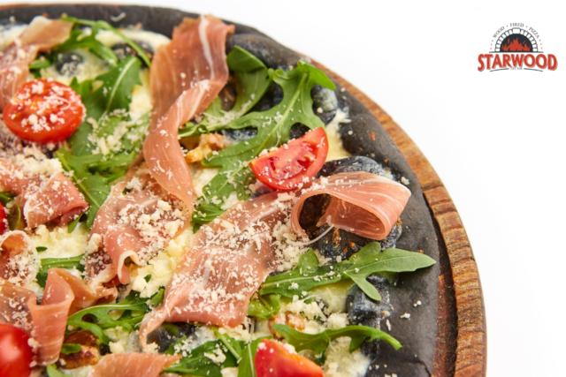 Де у Вінниці замовити екзотичну чорну піцу?