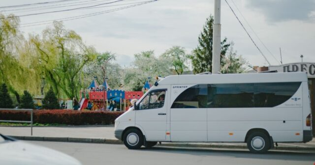 """У Вінниці просять продовжити рух кількох """"староміських"""" """"маршруток"""" до залізничного вокзалу. ПЕТИЦІЯ"""