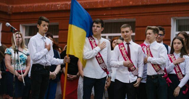 """""""Випуск-2021"""": у Вінницькій міськраді дали рекомендації щодо організації """"останніх дзвоників"""""""