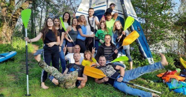 З острову Кемпа волонтери вивезли на катамаранах 120 мішків зі сміттям. ФОТО