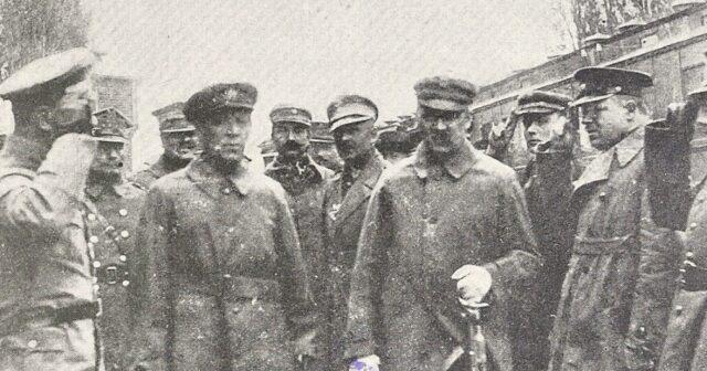 Дослідники оприлюднили унікальне фото зустрічі Пілсудського та Петлюри у Вінниці
