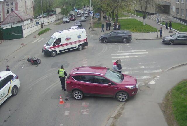 У Вінниці трапилась ДТП за участі мотоцикла та автомобіля. ФОТО