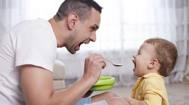 Тато в декреті: Зеленський підписав закон, який розширює можливості чоловіків у догляді за дитиною
