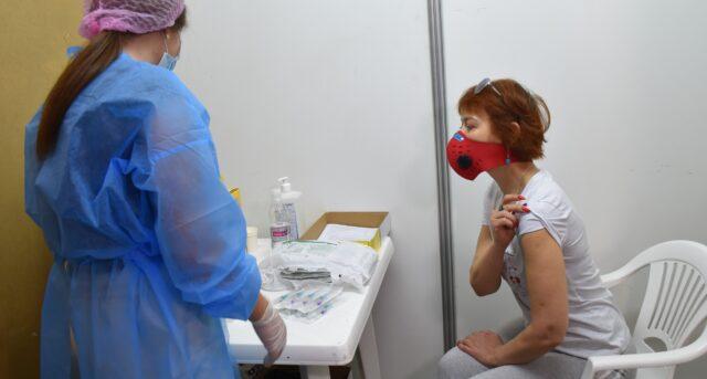 На вихідних у Центрі масової вакцинації 733 вінничан отримали перше щеплення від COVID-19