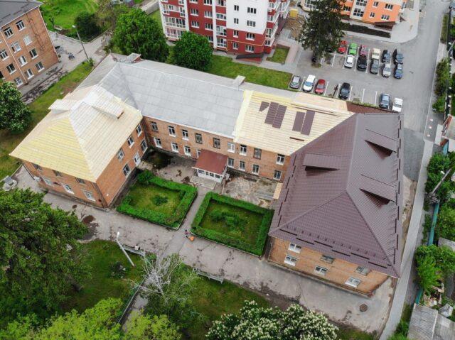 У Вінниці оновлюють будівлю поліклініки на Старому місті