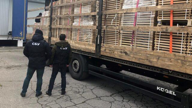 З Вінниччини контрабандою намагались вивезти за кордон вантажівку цінної деревини. ФОТО