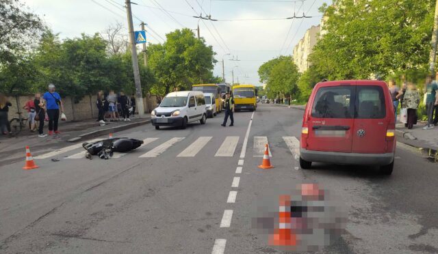 Мопед, тролейбус та п'ять автомобілів: у Вінниці розслідують обставини масштабної ДТП. ВІДЕО