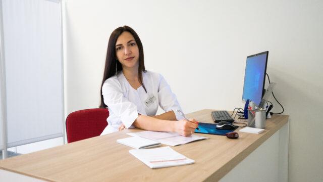 Зміни настрою, акне, порушення менструального циклу: коли варто звертатись до ендокринолога у Вінниці?