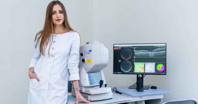 Короткозорість як хвороба цивілізації: лікар-офтальмолог у Вінниці розповіла, як вберегти зір та коли варто йти до фахівця